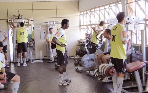 Goleiro Neneca treinando do América - MG (Foto: Gabriel Medeiros / Globoesporte.com)
