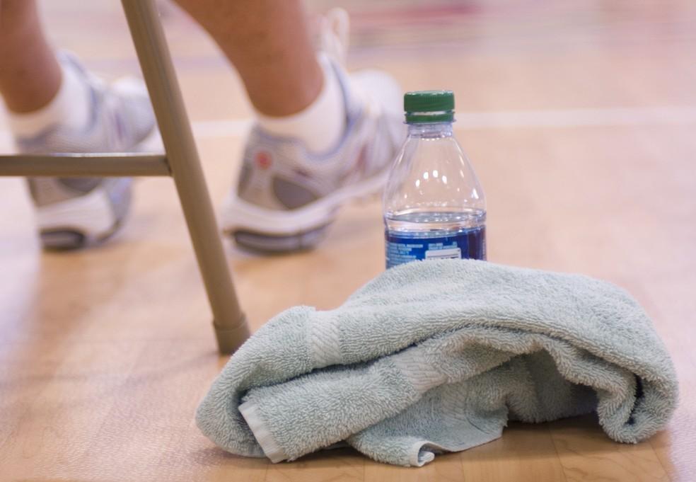 As toalhas acumulam células mortas e secreções do corpo e, se forem usadas para secar o suor, acumulam uma quantidade ainda maior de resíduos (Foto:  CDC/Amanda Mills)