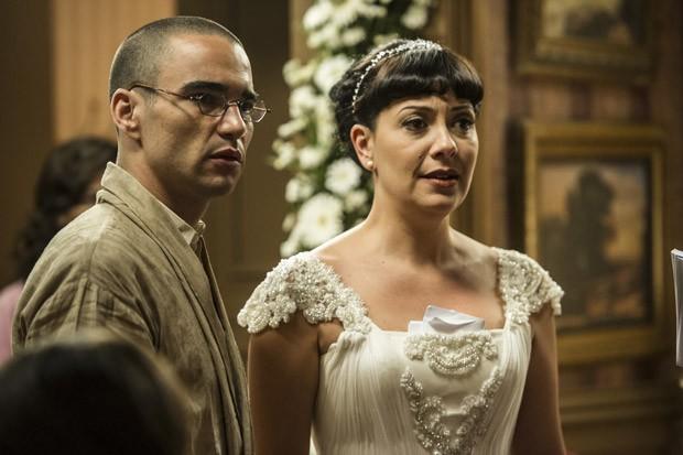 Sonan (Caio Blat) interrompeu o casamento para se declarar à Matilde (Foto: Cynthia Salles/TV Globo)