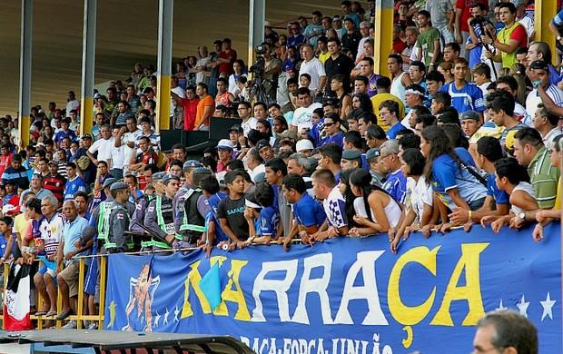 Torcida do Nacional comparece em grande número aos estádios=08-03-2012 (Foto: Frank Cunha / Globoesporte.com)