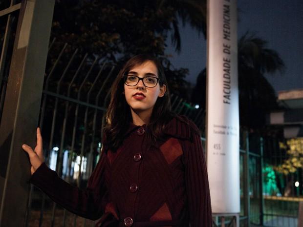 A estudante transexual Alice Quadros vai se formar em medicina pela USP (Foto: Marcelo Brandt/G1)