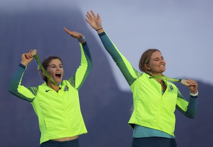 Martine Grael e Kahena Kuzne medalha de ouro na 49erFX (Foto: REUTERS/Brian Snyder)