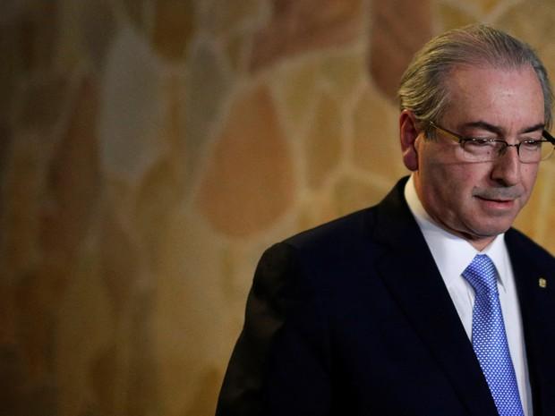 O deputado Eduardo Cunha (PMDB-RJ) chega para entrevista coletiva após decisão do Supremo Tribunal Federal (STF) de afastá-lo da presidência da Câmara e suspender seu mandato (Foto: Ueslei Marcelino/Reuters)