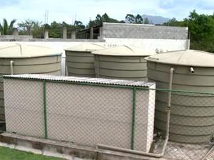 Cisternas são fechadas e prédios ficam somente com água da caixa d'água (Foto: Reprodução/TV Gazeta)