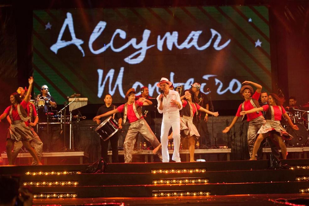 Alcymar Monteiro foi a última atração da noite (Foto: Geyson Magno/Prefeitura de Caruaru)