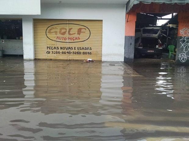No bairro da Condor, lojas fecharam as portas (Foto: Gil Sóter/ G1 PA)