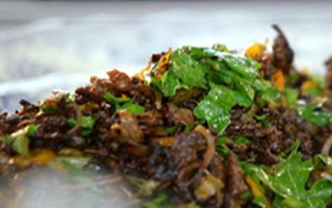 Picadinho de carne moída e legumes