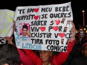 Fãs prestigiaram o artista com faixas e cartazes (Foto: Fernanda Soares/G1)
