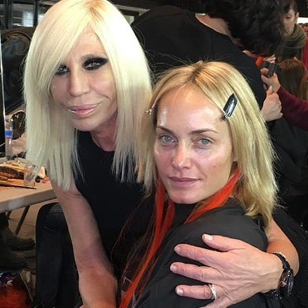 Donatella Versace e Amber Valletta (Foto: Reprodução)