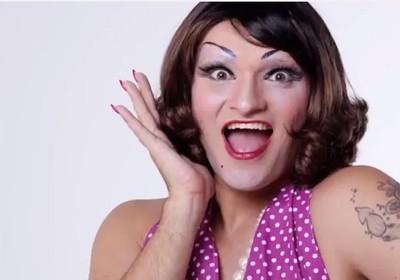 Deena Love - drag surpreende em primeiro dia de The Voice Brasil 2 (Foto: Reprodução YouTube)