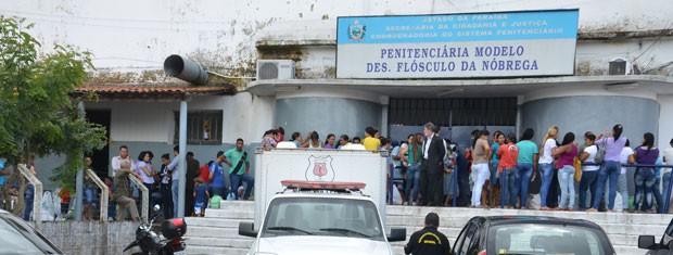 Por conta do incidente, visitas aos detentos tiveram que ser adiadas  (Foto: Walter Paparazzo/G1)