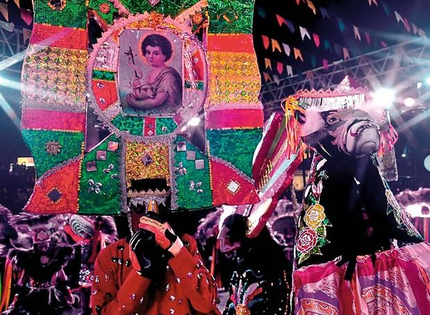 Folguedo tradicional de norte a sul do país, o bumba meu boi é um acontecimento em São Luís. Em junho, a cidade recebe grupos do interior e a dança se mistura às festas juninas (Foto: Lauro Vasconcelos / Divulgação)