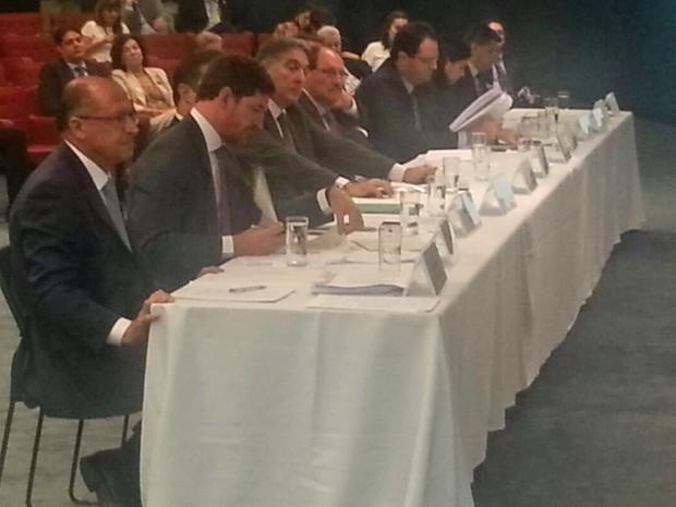 Governadores de estados em reunião com o ministro da Fazenda, Nelson Barbosa (Foto: Alexandro Martello/G1)