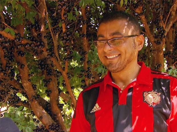 Vicente só conheceu a jabuticaba com 20 anos (Foto: Reprodução EPTV)