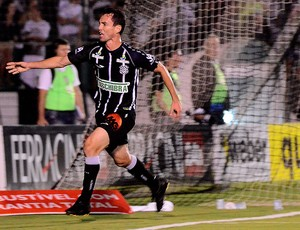 fernandes figueirense gol joinville (Foto: Petra Mafalda / Agência Estado)