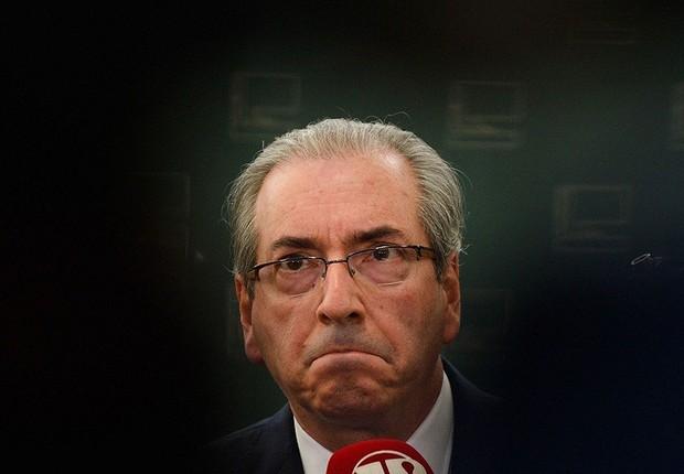 O deputado afastado Eduardo Cunha (PMDB-RJ) conversa com jornalistas (Foto: Antônio Cruz/Agência Brasil)