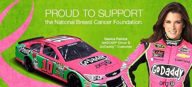 Danica Patrick campanha câncer de mama (Foto: Reprodução / Facebook)
