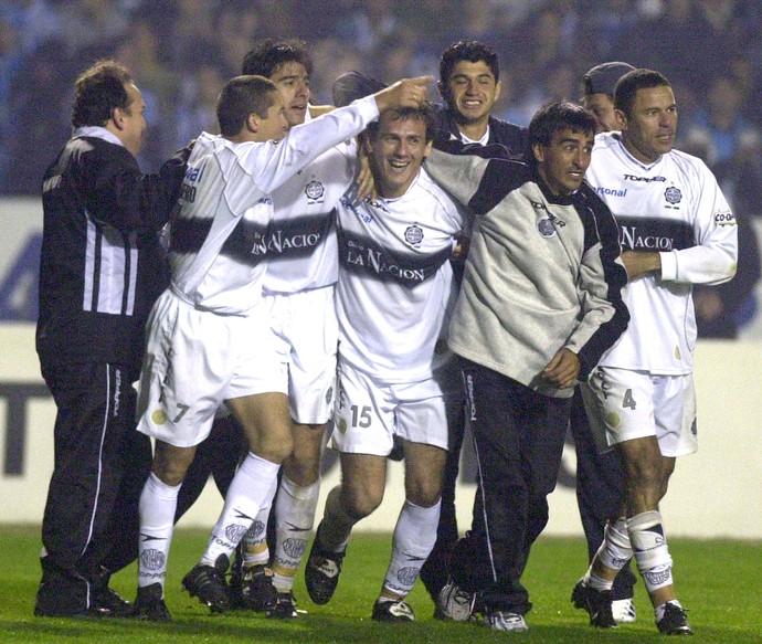 Henrique da Silva (4), Olimpia 2002 (Foto: Agência AP)