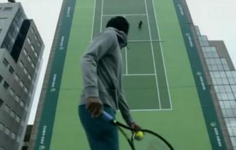 "Monfils desafia dublês em quadra de tênis vertical no ""topo"" de Roterdã"
