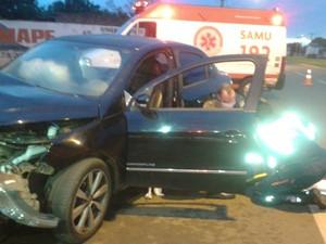 Quatro ocupantes do veículo ficaram feridos (Foto: Osvaldo Nóbrega/ TV Morena)