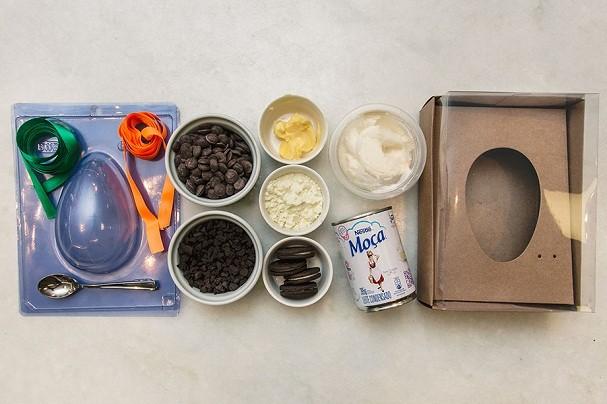 Kit tem todos os ingredientes já na medida certa que a receita pede + material pro preparo, além de caixa e fitas pra embalagem (Foto: Divulgação / Cheftime)