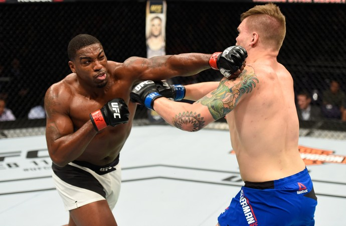 Walt Harris x Chase Sherman UFC Phoenix (Foto: Getty Images)