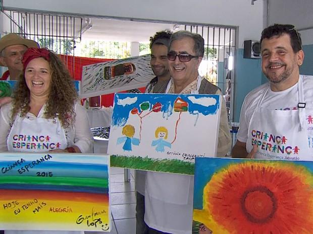 Cantores pernambucanos pintam quadros para ajudar o projeto Criança Esperança (Foto: Reprodução / TV Globo)