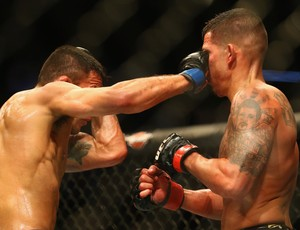Rafael dos Anjos Anthony Pettis UFC 185 (Foto: Getty Images)