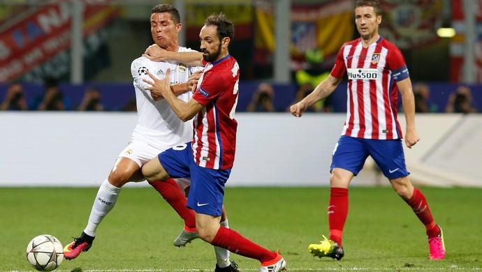 Cristiano Ronaldo Juanfran Real Madrid Atlético Madrid (Foto: Antonio Calanni / AP)