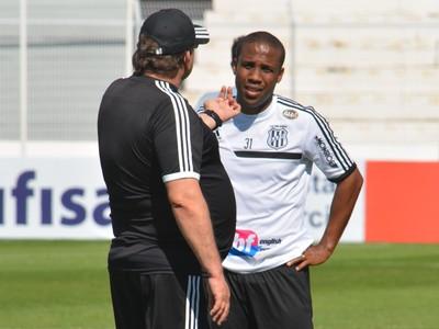 Atacante Borges conversa com Técnico Guto Ferreira Ponte Preta (Foto: Heitor Esmeriz)