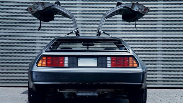 Embora seja uma raridade, o mítico DeLorean pode ser importado, pois já completou 30 anos recentemente (Foto: Divulgação)