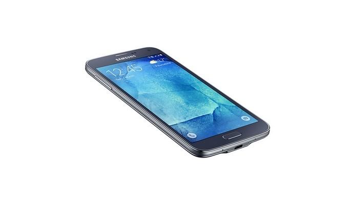 Galaxy S5 New Edition foi a tentativa de edição especial da Samsung (Foto: Divulgação/Samsung)