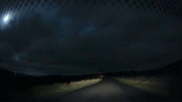 Misterioso clarão no céu da Escócia intrigou moradores na noite desta segunda-feira (Foto: BBC)