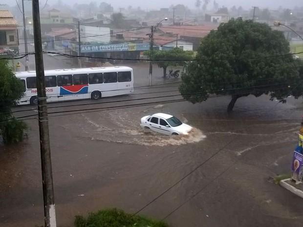 Avenida Itapetinha, na Zona Norte de Natal (Foto: Otávio Vieira)