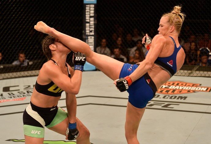 Holly Holm x Bethe Correia UFC Singapura (Foto: Getty Images)