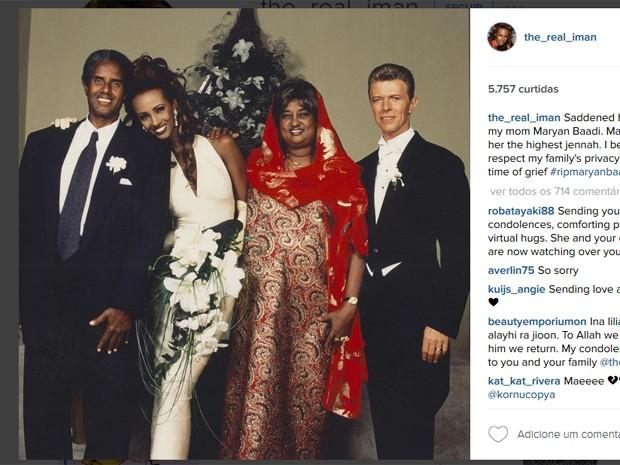 Iman, viúva de David Bowie, publicou foto com seu pai e sua mãe, que morreu dois meses após o cantor (Foto: Reprodução/Instagram)