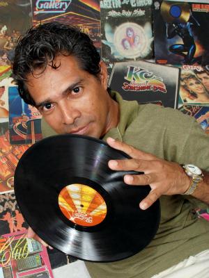 DJ Eliênio traz os anos 80 e 90 (Foto: Agência ImagemNews/Divulgação)