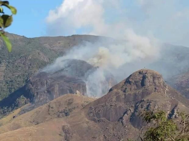 Bombeiros afirmam que as chamas atingiram uma extensão de  (Foto: Ricardo Ganen/ RebioAraras)