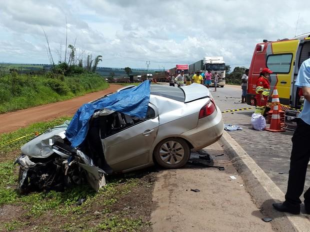 Dois morrem e três ficam feridos após acidente entre 4 veículos em MT (Foto: Claudemir de Oliveira/Mutum Notícias)