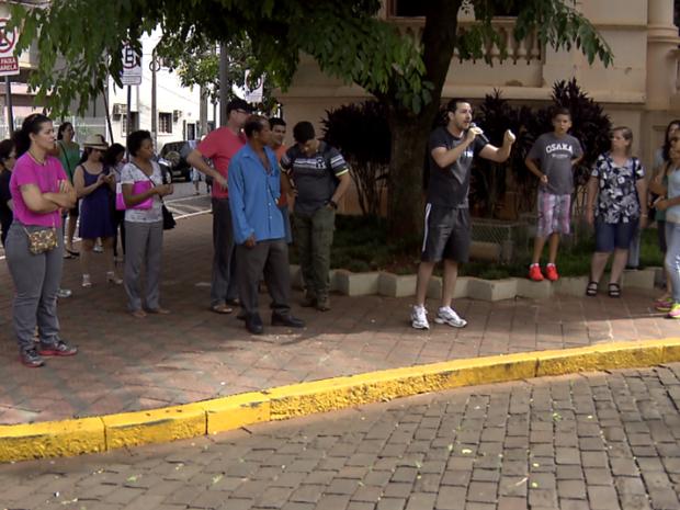 Servidores públicos realizaram protesto em Ribeirão Preto (Foto: Reprodução / EPTV)