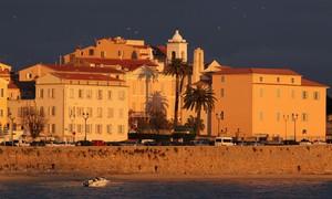Açougue muçulmano é metralhado na ilha de Córsega