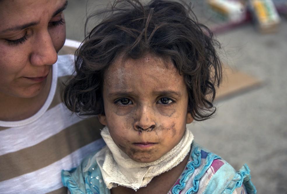 Criança de três anos de idade é encontrada sozinha em Mossul, no Iraque (Foto: Fadel SENNA / AFP)