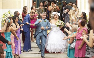 Confira as fotos do casamento da Dona Jô na 4ª temporada do Vai que Cola