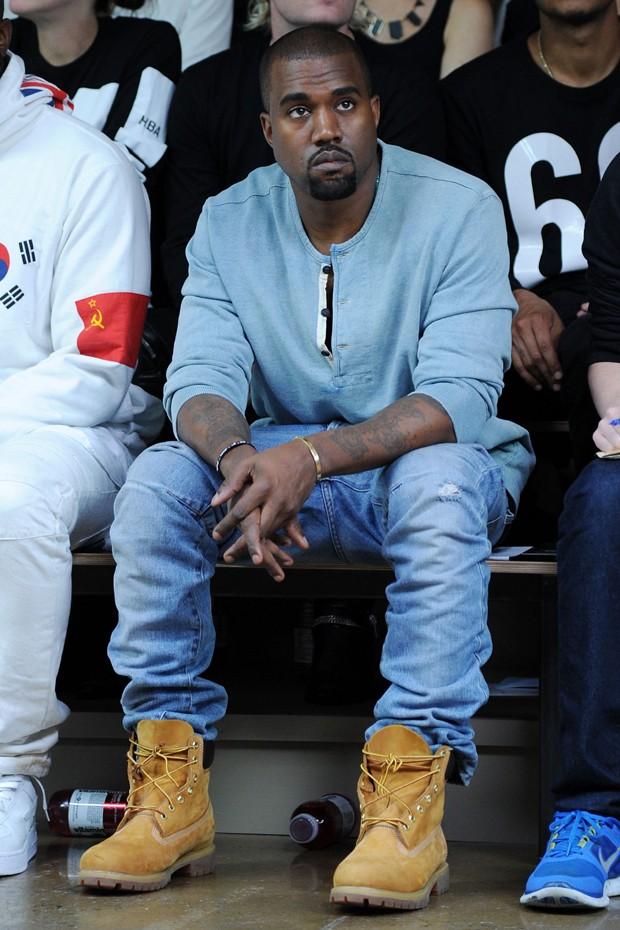 Kanye West usou a yellow boot com jeans, melhor combinação para o modelo (Foto: Getty Images)