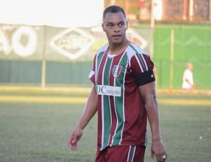 Dodô marcou, mas a Cabofriense superou o Barra da Tijuca e está na semifinal (Foto: Léo Borges)