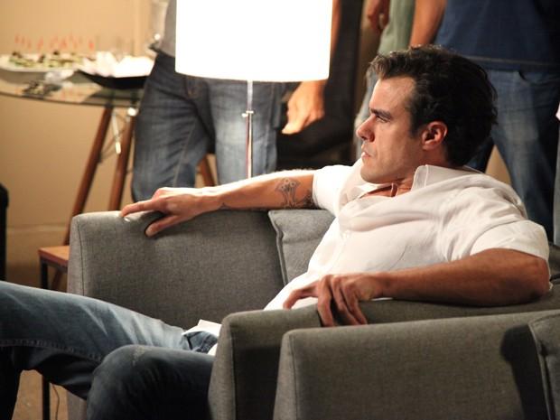 Enrico fica possesso! (Foto: Carol Caminha/TV Globo)