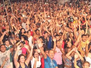 No Ponto da Mistura, na Praça Deodoro, a noite foi comandada pelo bloco carioca Monobloco (Foto: Biaman Prado/O Estado)