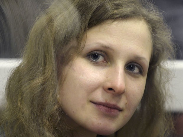 Maria Alekhina teve complicações depois de greve de fome na prisão, na Rússia (Foto: AP)