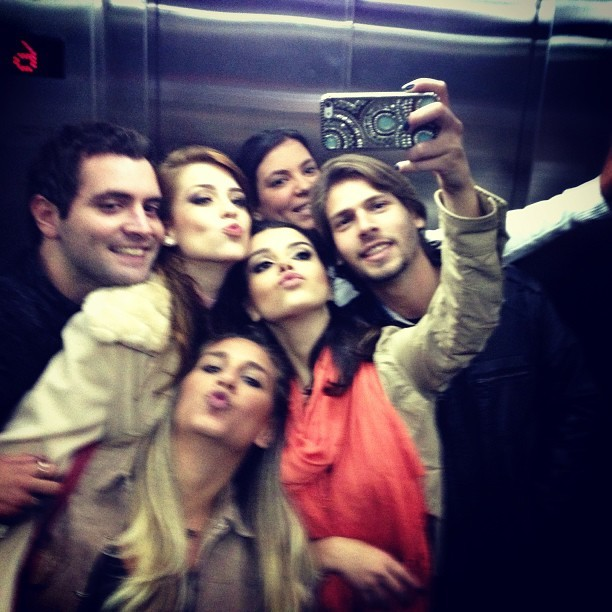 Giovanna Lancellotti, Sophia Abrahão e amigos (Foto: reprodução/Instagram)