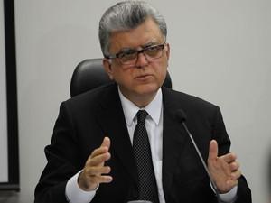 Mario Bonsaglia, candidato a procurador-geral da República, durante debate com três adversários (Foto: Antonio Cruz/Agência Brasil)